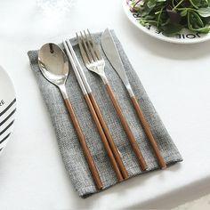 [한샘] 따블르 Fika 커트러리 세트 _로즈골드 Kitchen Cutlery, Flatware Set, Kitchen Items, Home Decor Kitchen, Kitchen Interior, Kitchen Gadgets, Kitchen Design, Gold Flatware, Modern Flatware