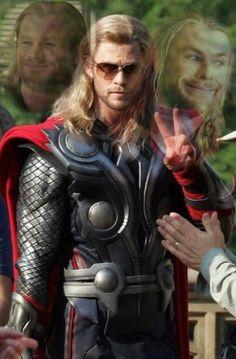 Thor - God of Thunder - Chris Hemsworth - Marvel's The Avengers Chris Hemsworth Thor, Marvel Dc, Marvel Comics, Avengers Memes, Marvel Memes, Im Fabulous, Dc Memes, Loki Thor, Loki Laufeyson