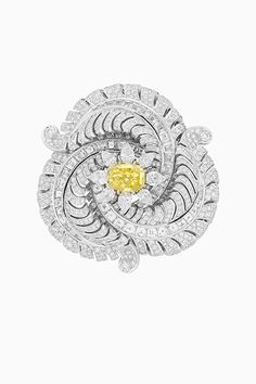 Van Cleef & Arpels: The launch of new fairytale fine jewellery collection 'Quatre Contes de Grimm' from the French house Van Cleef And Arpels Jewelry, Van Cleef Arpels, Antique Jewelry, Vintage Jewelry, Famous Jewelers, Feather Jewelry, High Jewelry, Conte, Diamond Pendant
