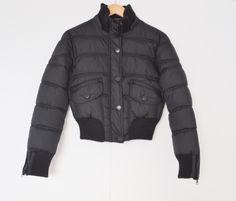 Korte winterjas zwart Maat: 38 Shop via https://shop.beautytalk.be/product/zwarte-korte-winterjas/