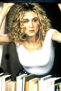 I love that she embraced her natural curls AND the frizz that goes with them. Carrie Bradshaw curls.
