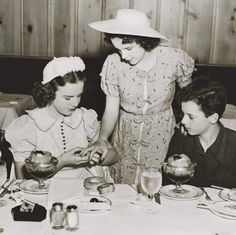 """franciegummstarstruck: """" Judy showing off her jewelry to good friends Deanna Durbin and Freddie Bartholomew in 1938 """" Freddie Bartholomew, Harvey Girls, Deanna Durbin, I Adore You, Judy Garland, Wizard Of Oz, Old Hollywood, Actors & Actresses, Best Friends"""