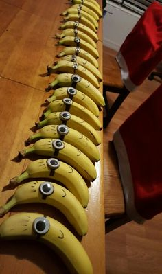 Easy Minion Despicable Me bananas - googly eye and a sharpie. Natalie Bernard Easy Minion Despicable Me bananas – googly eye and a sharpie. Easy Minion Despicable Me bananas – googly eye and a sharpie. Class Snacks, School Snacks For Kids, Preschool Snacks, School Treats, Preschool Birthday Treats, School Party Snacks, Pre School Snack Ideas, Healthy Birthday Snacks, Healthy Classroom Snacks