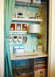 Un bureau dans le placard - Blog Déco | MYDECOLAB + des crédences de cuisine pour ranger ses stylos!