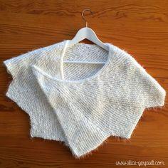 Voici la maxi écharpe que j'ai tricotée pour ma maman en cadeau de Noël.. Elle avait repéré le modèle (il s'agit en faitd'un chauffe-épaule) au stand de La Pelote Parisienne... Lana, Knit Crochet, Textiles, Couture, Pullover, Knitting, Sweaters, Alice, Ivoire