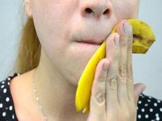 How to Treat Acne With Banana Peels. If you've tried treating your acne with every skin care product there is, try a home remedy. Chances are, you've got a bunch of bananas lying around or can easily pick a few up. Use the banana peel to. Banana Benefits, Skin Tag, Homemade Face Masks, How To Treat Acne, Warts, Tips Belleza, Pimples, Oily Skin, Cellulite