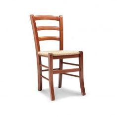 La classica #sedia #paesana in #legno e #paglia #colorata e alla #moda. Ottime per la casa al #mare o per #arredare con semplicità e allegria un #bar, una #terrazza o un #giardino