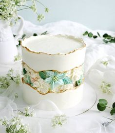 I'm falling in love with trend. 🌿 I love this simple floral fa. by cake_푸르너스 Beautiful Birthday Cakes, Beautiful Cakes, Amazing Cakes, Buttercream Cake, Fondant Cakes, Cupcake Cakes, Floral Wedding Cakes, Floral Cake, 19th Birthday Cakes