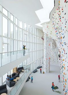 STIFTER + BACHMANN /  SCHOOL BOULDERING AND CLIMBING CENTRE IN BRUNICO - ITALY