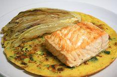 Filetto di salmone con indivia belga alla piastra e schiacciata di ceci