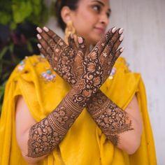 "WeddingSutra.com on Instagram: ""Mehndi and manicure on point captured by WeddingSutraFavorite @theweddingtoast.in. Photo Courtesy- @theweddingtoast.in (Mumbai) #mehendi…"""