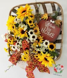 Perfect summertime door hanger or display it in the home. Boxwood Wreath, Diy Wreath, Wreath Bows, Wreath Ideas, Door Wreaths, Patriotic Decorations, Handmade Decorations, Tobacco Basket Decor, Home Decor Hacks