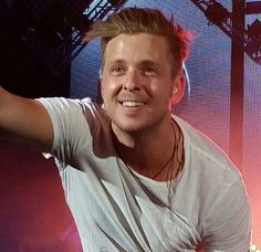 Please let me get this close ;-) Ryan Tedder OneRepublic