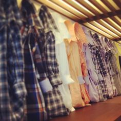 shirt display | #visual #merchandising #bananarepublic