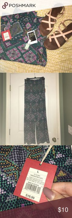 Mossimo Large Turquoise and Pink Flowy Pants This is a listing for a pair of Mossimo large turquoise and pink flowy palazzo pants. These pants have never been worn and they are looking for a rightful owner! These pants come from a non-smoking household. These pants are super comfortable and would be PERFECT for your upcoming summer vacation! $10 Mossimo Supply Co. Pants Wide Leg