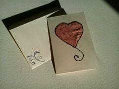 partecipazione romantica e divertente  il cuore è in stoffa cucito su carta