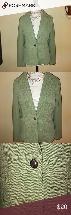 Green tweed blazer! EUC Worn one time⬇⬇ Super cute green fitted blazer with one brown button at the waist! Great for the office or dress it down with jeans and flats for that cute preppy look! 💚👍 Bitten by SARAH JESSICA PARKER Jackets & Coats Blazers