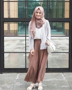 Modest my latest crush ❤ **❤ hijab fashion, hijab casual, ca Modern Hijab Fashion, Street Hijab Fashion, Hijab Fashion Inspiration, Muslim Fashion, Modest Fashion, Fashion Outfits, Fashion Ideas, Hijab Casual, Hijab Chic