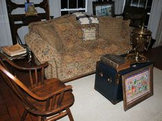 Found on EstateSales.NET: love this couch!