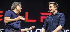 """젠슨 황(왼쪽) 엔비디아 CEO와 일론 머스크(오른쪽) 테슬라모터스 CEO는 2015년 3월 열린 엔비디아의 GPU 테크놀로지 콘퍼런스에서 """"테슬라의 전기차에 엔비디아의 GPU 기반 자율주행차 플랫폼이 들어간다""""고 발표했다. /블룸버그"""