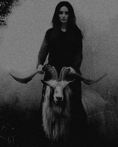 Dark forest, glow of the lake, an eternal dance of death: Zdjęcie Gothic Aesthetic, Witch Aesthetic, Aesthetic Art, Arte Horror, Horror Art, Gravure Photo, Dance Of Death, Photographie Portrait Inspiration, Satanic Art