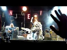 Bruce Springsteen w/ Neil Young - Keep On Rockin' In The Free World (Live VFC 2004) - YouTube