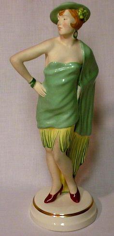 Art Déco - Statuette 'Femme en Vert' - Royal Dux
