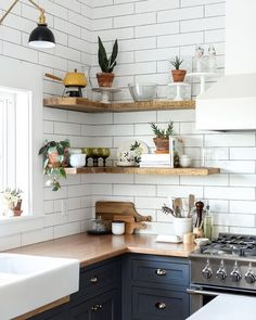 Room of the Week :: Vintage Eclectic Barn Living Space. styled open shelving in the kitchen of this Vintage Eclectic Barn. This vintage eclectic barn house proves that with a lot of layers and imagination an industrial setting can feel like a cozy home. Eclectic Kitchen, Home Decor Kitchen, Kitchen Interior, Apartment Kitchen, Kitchen Furniture, Kitchen Modern, Apartment Plants, Kitchen Contemporary, Furniture Ideas