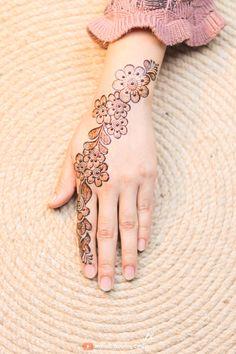 Finger Henna Designs, Mehndi Designs For Fingers, Simple Mehndi Designs, Mehandi Designs, Henna Mehndi, Mehendi, Simple Henna Tattoo, Henna Style, Mehndi Design Images