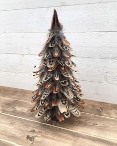 Handmade Pheasant feather tree with a willow log base. Beautiful unique Christmas or all year decoration that wondefully symbolises the shape of a tree and its leaves.Approx Height: 13 inchesPlease note that each tree is handmade and unique therefore the feathers may vary from shown.