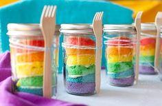 Pastel arcoiris en frascos ;)