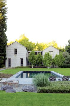 Cool 35 Cozy Spring Minimalist Garden Design Ideas For Modern House Outdoor Spaces, Outdoor Living, Outdoor Pool, Minimalist Garden, Pool Houses, Pool Designs, Backyard Landscaping, Farmhouse Landscaping, Landscaping Ideas