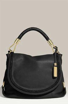 Siyahtan vazgeçemiyorsanız; Michael Kors'un farklı siyah çanta tasarımlarından...