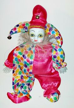 Porcelain Clown with a soft body. Head and hands are porcelain. Dispatched with MyHermes Betty Boop, Tartan, Elf, Porcelain, Ornaments, Disney Princess, Disney Characters, Vintage, Porcelain Ceramics