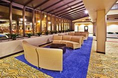 Comfortable sitting area of holiday inn. Us Travel, Travel Tips, Atlanta Hotels, Us Destinations, Best Places To Eat, Sitting Area, Travel Inspiration, City, Holiday