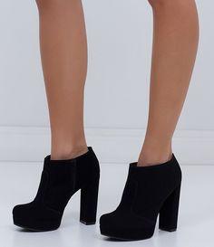 235dccbedb Bota feminina Modelo ankle boot Fechamento lateral com zíper Marca   Satinato Material  suede COLEÇÃO INVERNO 2016 Veja outras opções de botas  femininas.
