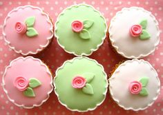 flower cupcakes by hellonaomi creative cakes cupcakes and cookies: http://www.hellonaomi.com.au/  #food #cupcakes #sweets