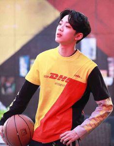 "kai2033 on Twitter: ""🐥..🏀 #라이관린… "" Kpop, Oppa Ya, First Boyfriend, Rapper, Guan Lin, Boy Photography Poses, Boy Images, Lai Guanlin, K Idol"