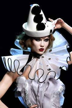 Christian Dior - variation on Pierrot costume Pierrot Costume, Pierrot Clown, Style Couture, Couture Fashion, Fashion Show, Fashion Design, Couture Details, Fashion Fashion, Trendy Fashion