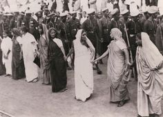 Rural women of India launch strike in Purna Swaraj movement demanding complete independence of India from British 1930 History Of India, Women In History, World History, Om Namah Shivaya, Colonial India, A Well Traveled Woman, India And Pakistan, Pakistan Bangladesh, Vintage India