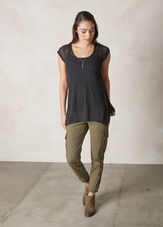 It's easy to see why the Skyler Top is so essential, and it's eco friendly sheer burnout fabric is only part of the reason. Styled with asymmetrical cap sleeves, a scoop neckline and a chest pocket, you'll want to wear it's relaxed, boho style everywhere and layer it over everything. Head to prAna.com for more affordable yoga wear and sustainable jet set style.
