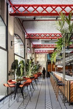 Barcelona Restaurant Features Eclectic Design - Home Professional Decoration Restaurant Bar, Eclectic Restaurant, Decoration Restaurant, Restaurant Interiors, Colorful Restaurant, Cafe Interiors, Luxury Restaurant, Design Café, Cafe Design