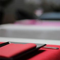 Combinacion de #mantel de #papel en color #blanco con #caminodemesa en #rojo y…
