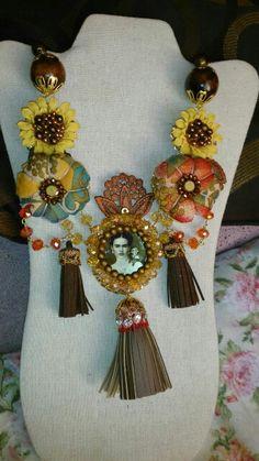 Collar Frida kahlo cel 333 508 58 55 diseñado por Deseos Divinos Gdl