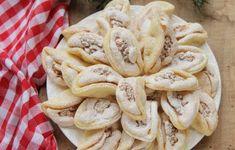 fursecuri cu albus de ou si nuca - Desert De Casa - Maria Popa Homemade Sweets, Homemade Cakes, Sweets Recipes, Cookie Recipes, Kiflice Recipe, Good Food, Yummy Food, Romanian Food, Sweet Pastries