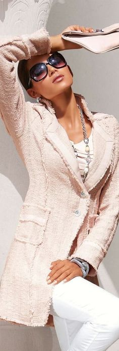 Love the light pink color, the unfinished short fringe all around the edges, and the long cut of the blazer. I also like the jewelry and clutch.