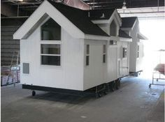 2020 Instant Mobile House Enchanted Cottage For Sale in Ramona, CA - RV Trader Small House Living, Small Tiny House, Tiny House Design, Tiny House On Wheels, Small House Plans, Small Houses, Small Cottages, Cabins And Cottages, Park Model Homes