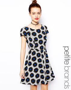 Bild 1 von New Look Petite – Kleid mit Gänseblümchen- und Gittermuster