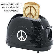 Toaster Paz (para seus amigos pacifistas) O que poderia ser mais divertido do que comer um pedaço de pão com a paz sinal nele? Você sabe, eu não conseguia pensar em nada mais agradável também. Quando você está no meio de outra discussão sobre as guerras, as escolhas de escolaridade, ou a eleição presidencial, pop esta beleza, e espalhar um pouco de paz.