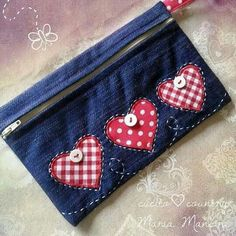 Jean Crafts, Denim Crafts, Small Sewing Projects, Sewing Projects For Beginners, Recycle Old Clothes, Cute Coin Purse, Coin Purse Tutorial, Diy Jeans, Pencil Bags